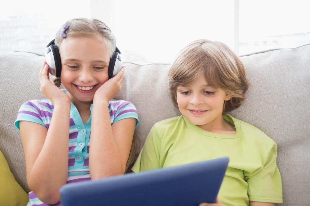 kids listening music